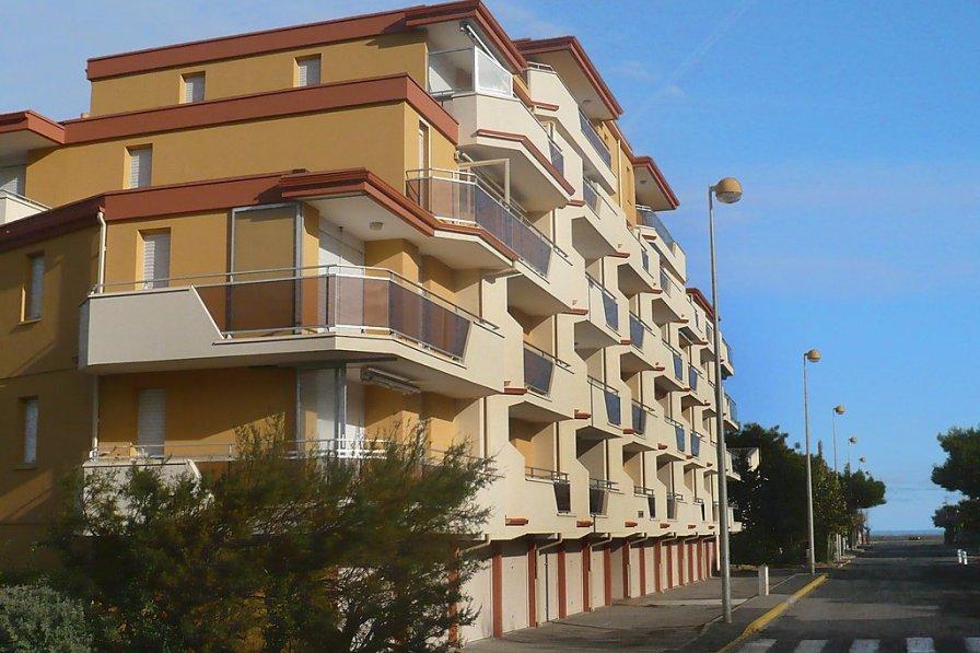 Apartment in France, Ecarts
