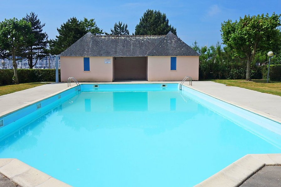 Apartment in France, Arzon
