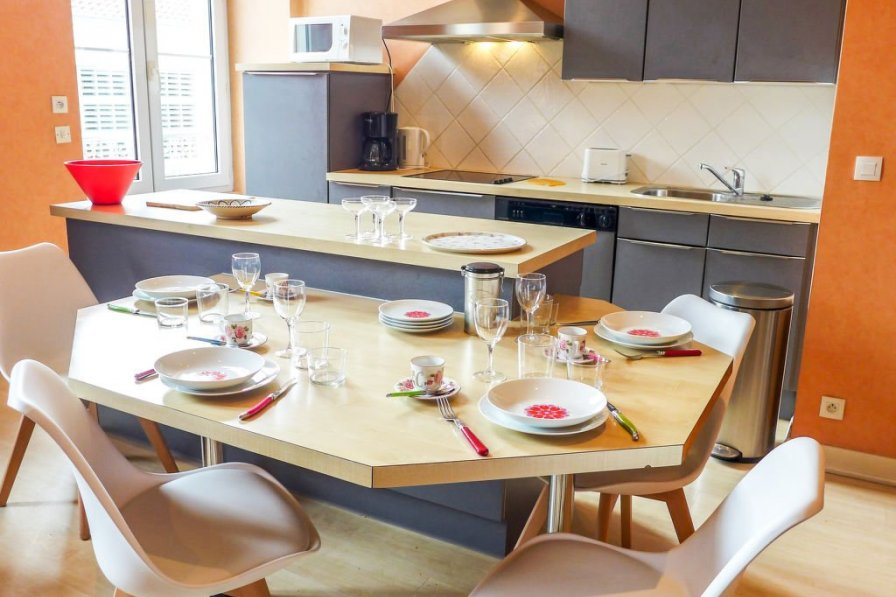 Apartment in France, Halles-Hurlague