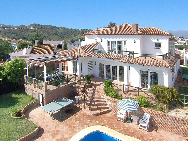 Villa in Spain, La Cala de Mijas: Garden and villa