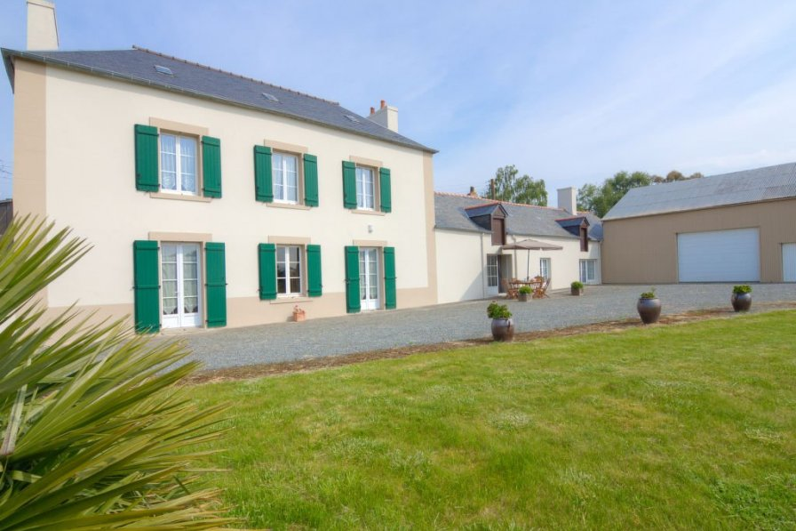 House in France, Zone Industrielle Sud
