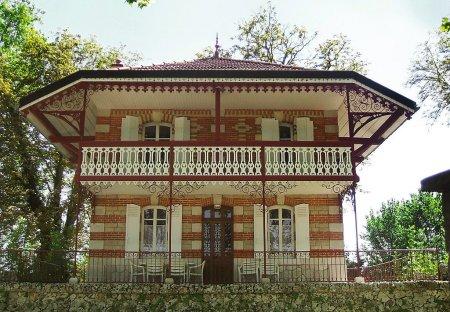 House in Porte de Beaune, France