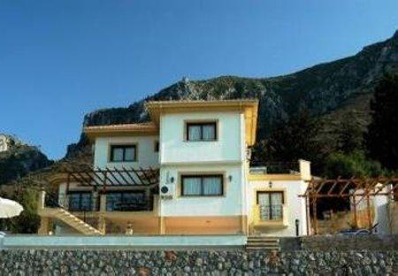 Villa in Karmi, Cyprus: The Villa with mountains behind