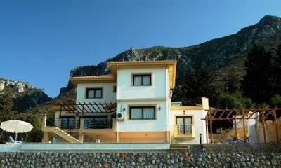 Villa in Cyprus, Karmi: The Villa with mountains behind