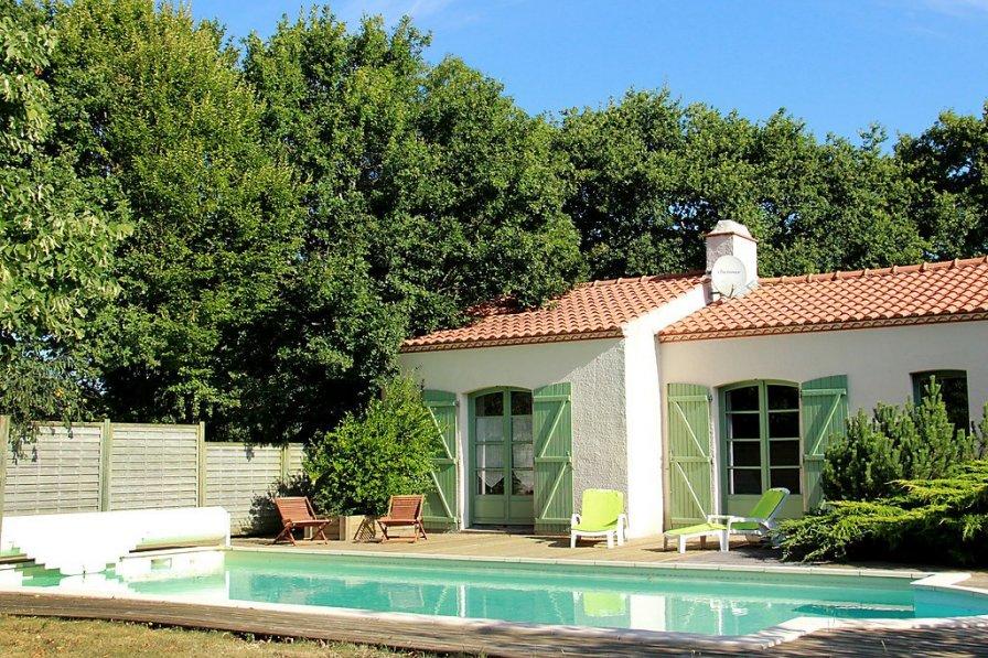 Villa in France, Chauvé