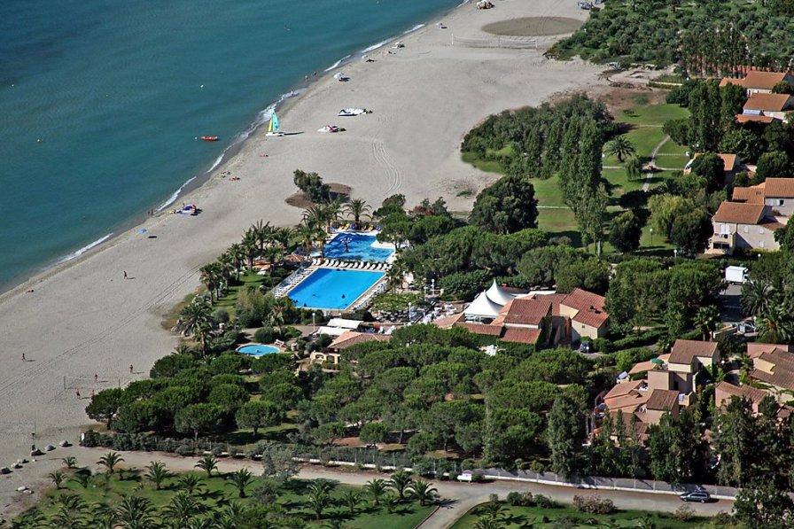 Owners abroad Marina d'Oru