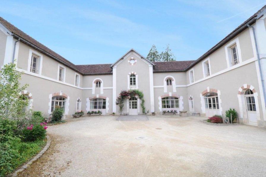 House in France, Sermizelles