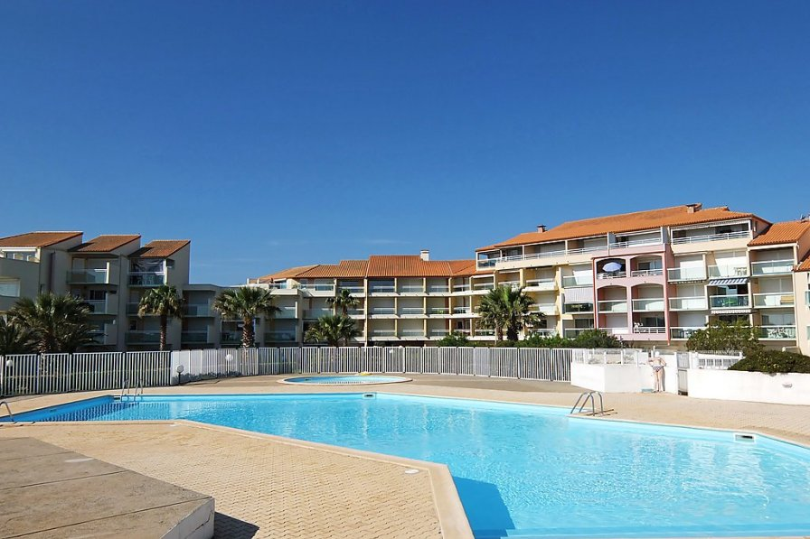 Apartment in France, Zone Port