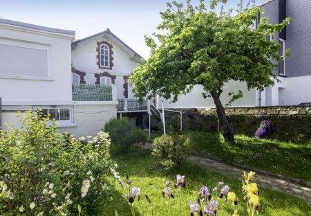 House in Le Clos-Cadot- L'Esperance, France