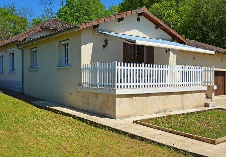 Villa in Saint-Pardoux-la-Rivière, France