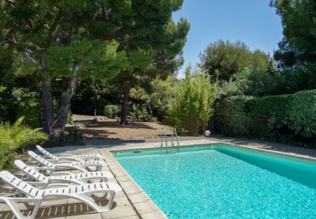 Villa in Saint-Cyr-sur-Mer, the South of France