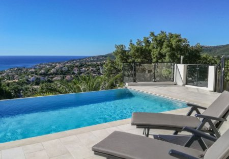 Villa in Roquebrune-sur-Argens, the South of France: dav