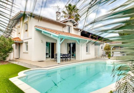 House in Cinq Cantons-Golf, France