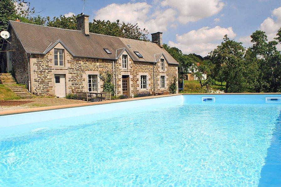 House in France, Perriers-en-Beauficel
