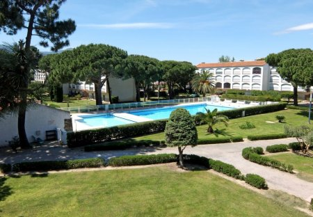 Apartment in Plage et Ecarts, the South of France