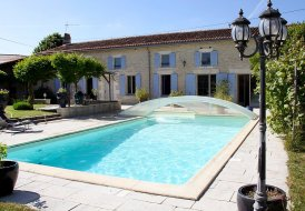 Villa in Asnières-la-Giraud, France