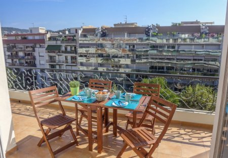 Apartment in Jean Medecin, the South of France