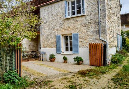 House in Saint-Martin-sur-Armançon, France