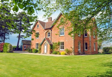 Cottage in Oldbury-Upon-Severn, England