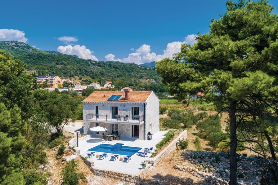 Holiday villa in Zaton with swimming pool