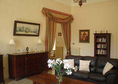 Apartment in Italy, Loreto Aprutino: spacious lounge
