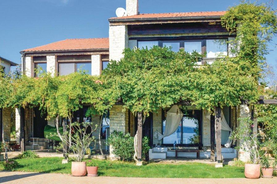 Villa to rent in Budzaka
