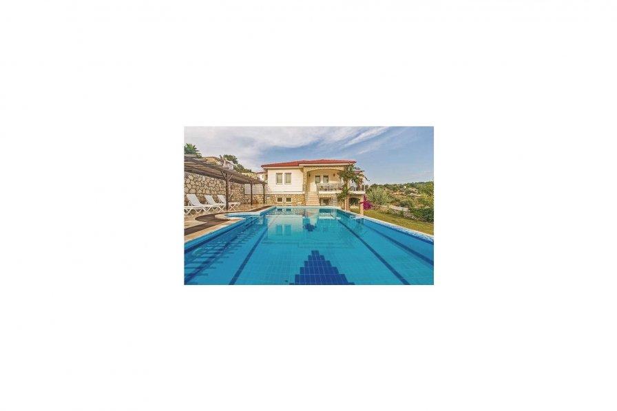 Villa Fatos