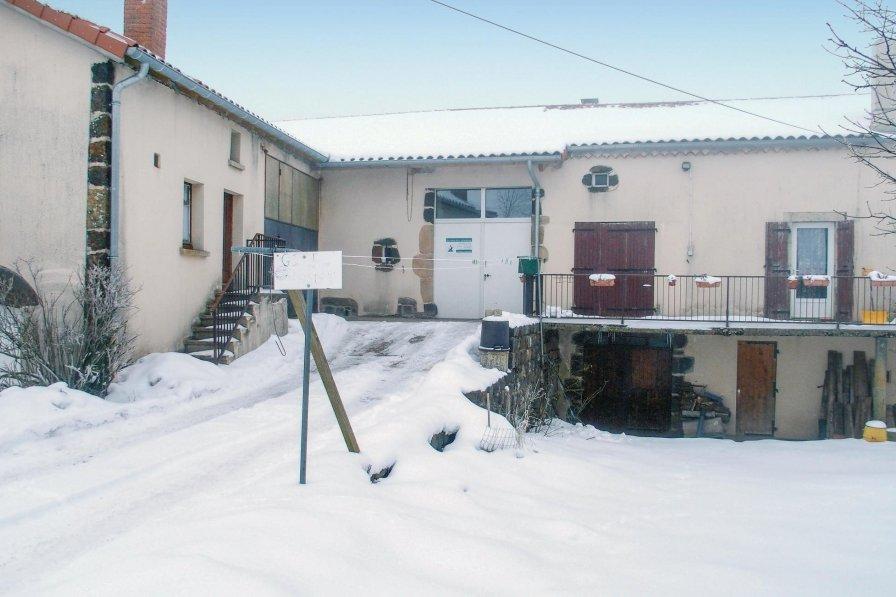 Villa in France, Landos