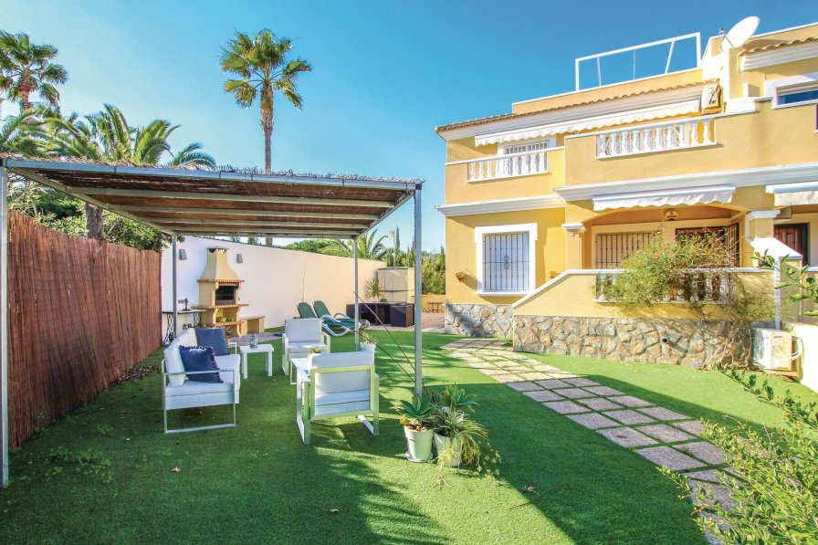 Holiday apartment in Cabo Roig with shared pool