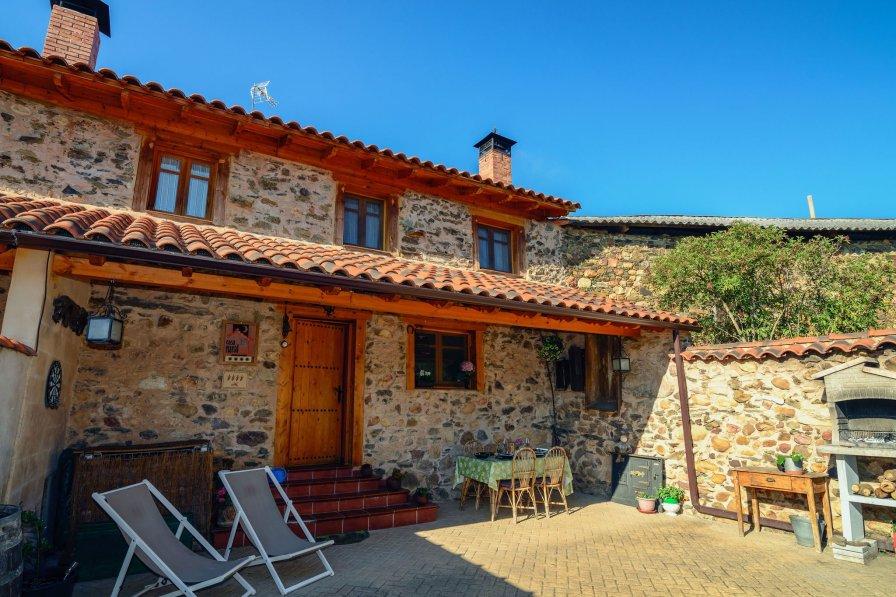 Cottage in Spain, Benllera