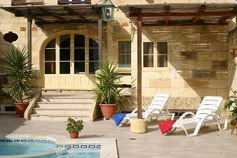 Villa in Malta, Santa Lucija: deck area (part of)