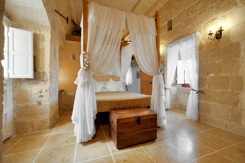 Farm house in Malta, San Lawrenz: main bedroom with en-suite on 1st floor
