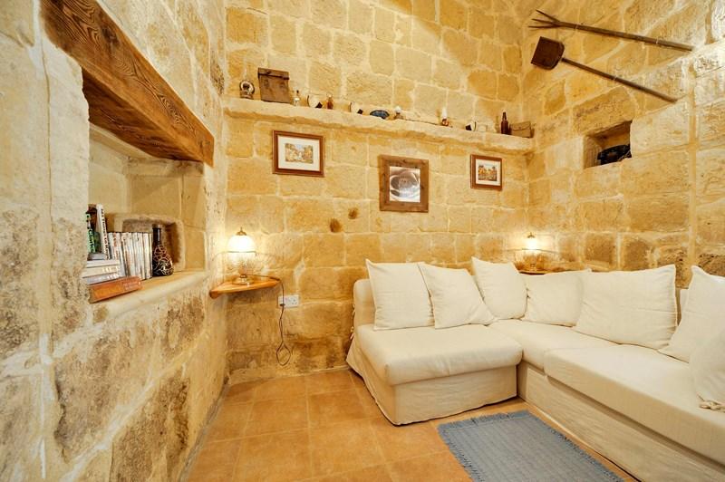 Farm house in Malta, Saint Lawrence (San Lawrenz): sitting / living area