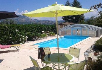 Villa in France, Hautes-Alpes: Villa with heated pool.