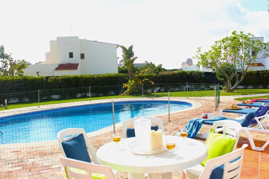 Villa To Rent In Praia Da Oura Algarve With Private Pool