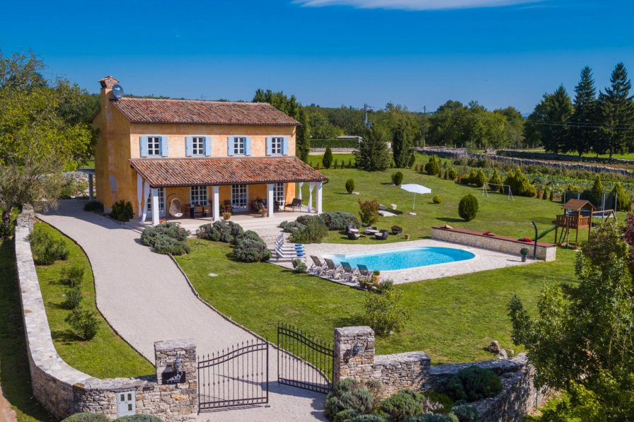 Villa in Croatia, Makovci