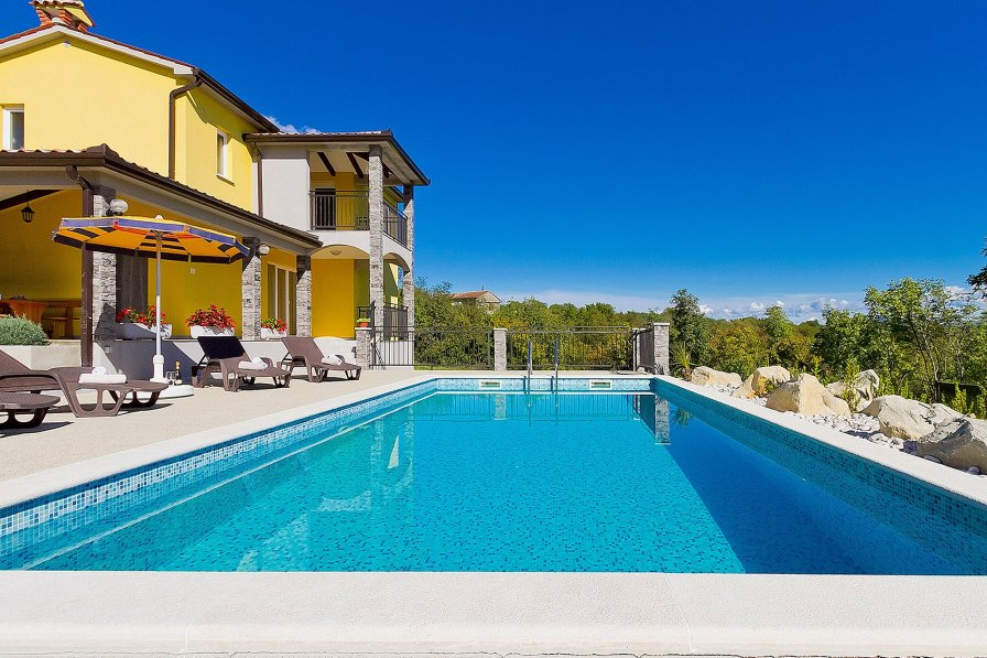 Villa in Croatia, Kunj