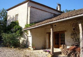 Farm House in France, Beauville: Las Bordes - arrival at side of house