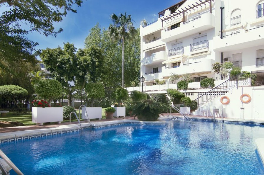 Holiday apartment in La Carihuela with swimming pool