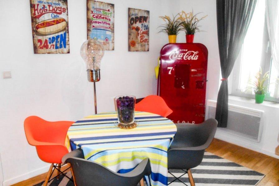 Apartment in France, Pautrier