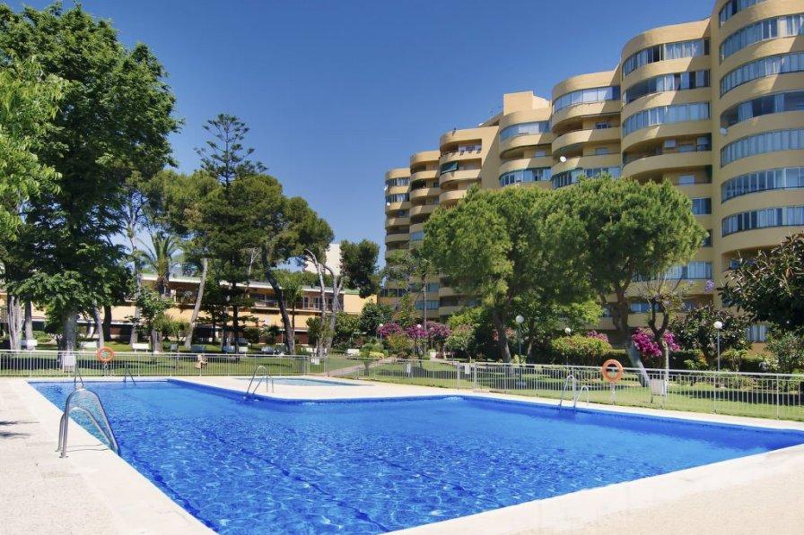 Apartment with swimming pool in La Carihuela