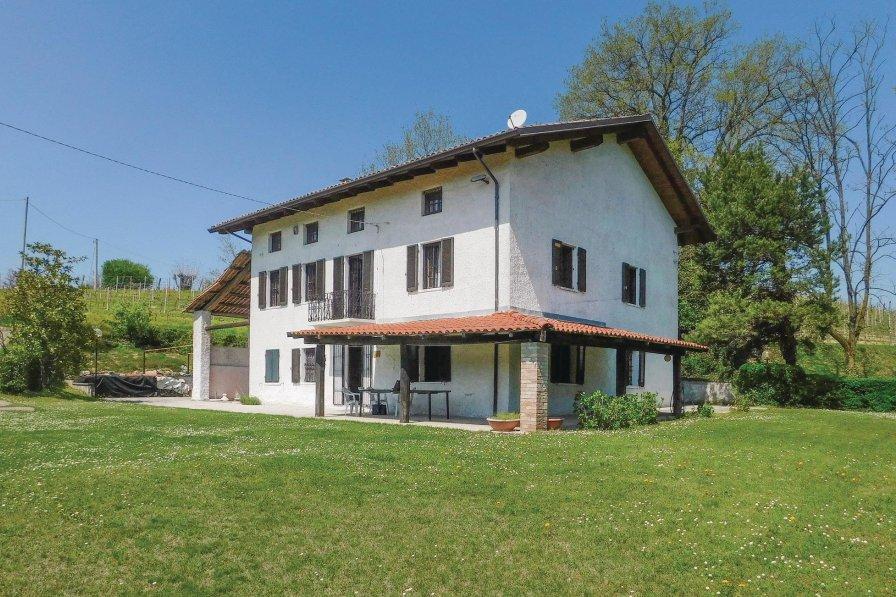 Villa in Italy, Nizza Monferrato