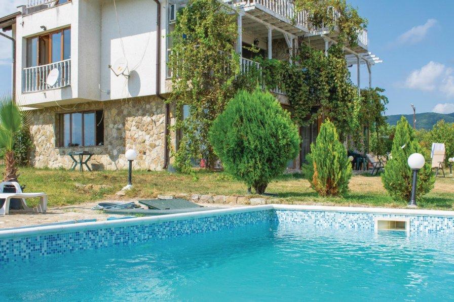 Villa to rent in Kosharitsa