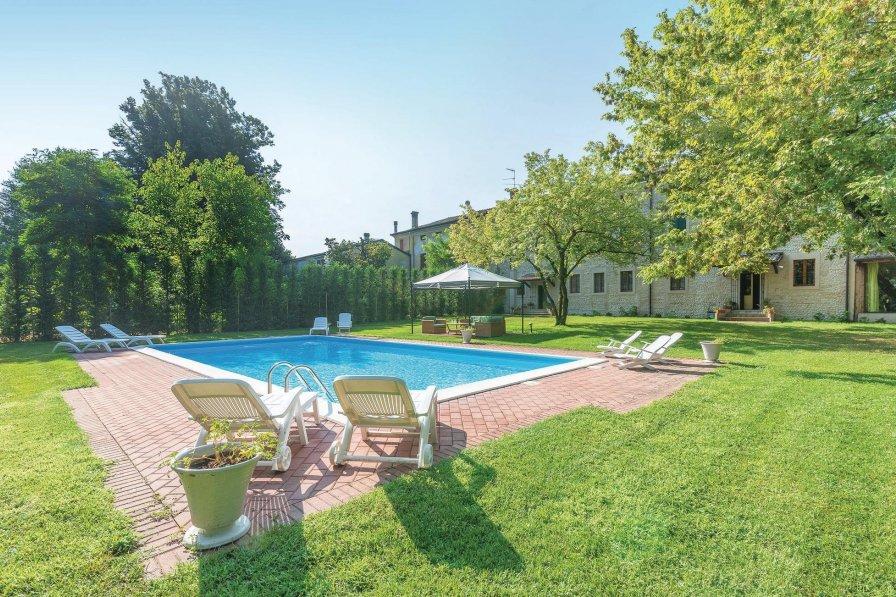 Villa in Italy, Goito