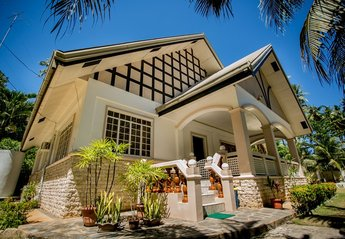 Villa in Philippines, Bohol: front of villa