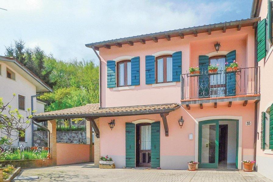 Villa in Italy, Resera