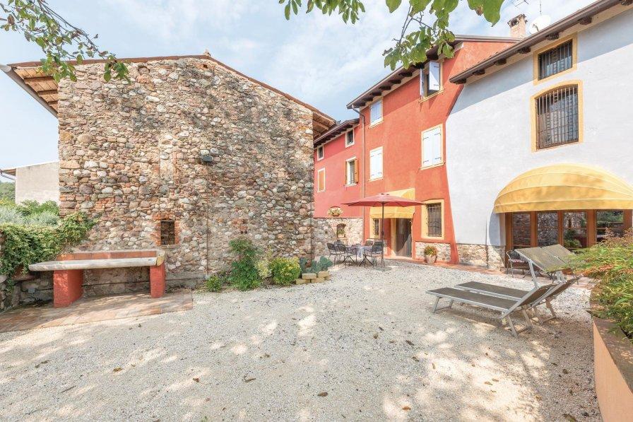 Villa in Italy, Castellaro Lagusello