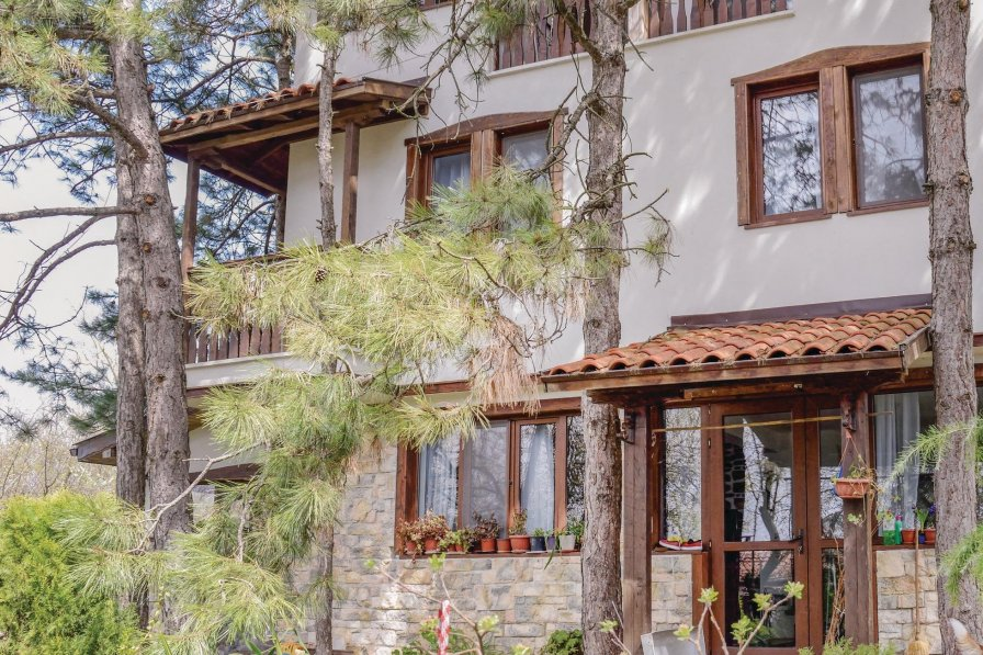 Villa rental in Avren with shared pool