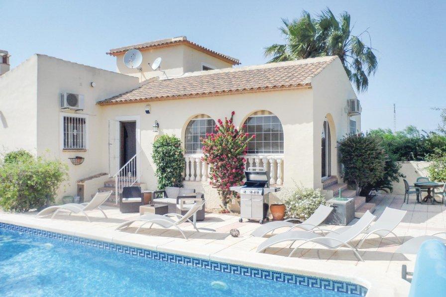 Villa in Spain, Ramones