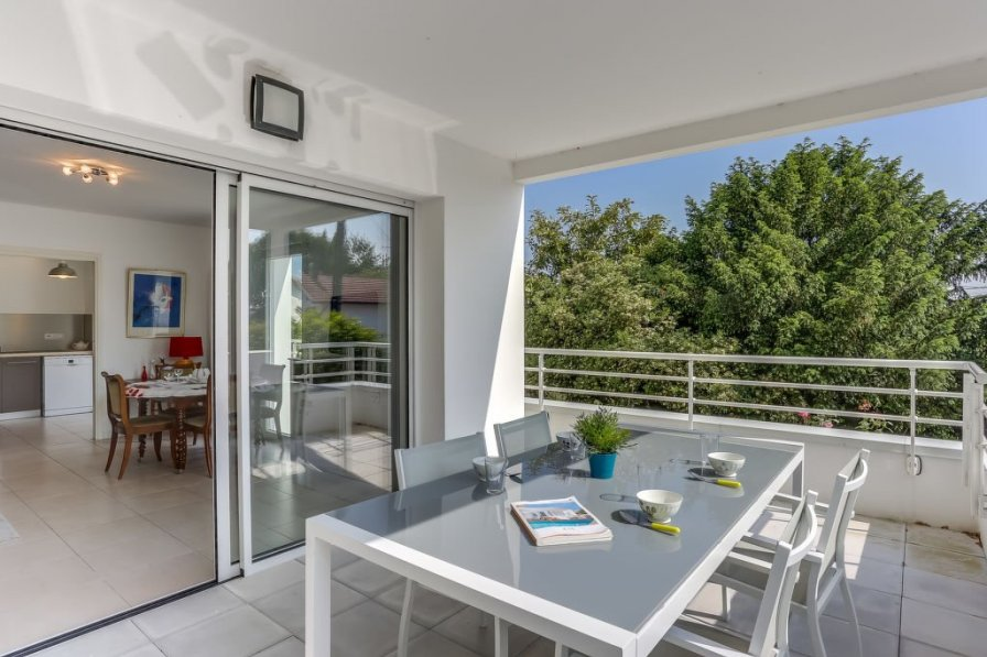 Apartment in France, Quatre Cantons